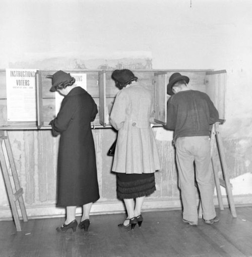 photo by William Vandiver of voters casting ballets