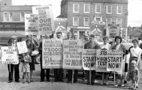 demonstrations against nuclear weapons 1960